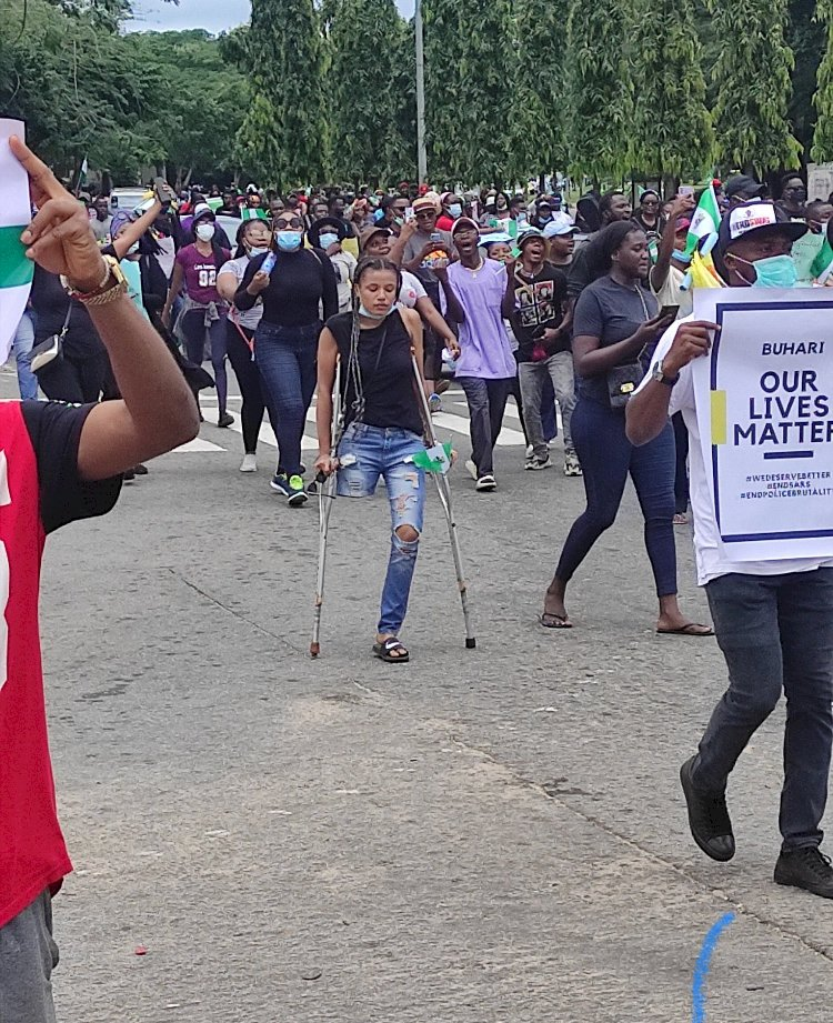 #ENDSARS PROTESTER DONATE MONEY FOR AMPUTEE SHOT BY SARS